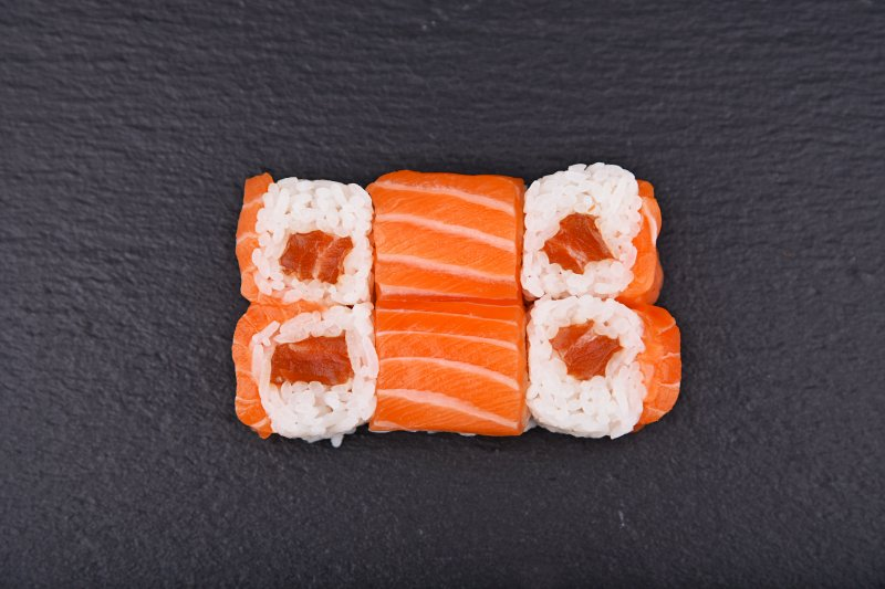 Salmon maki marinated in hot sauce rolled up with salmon