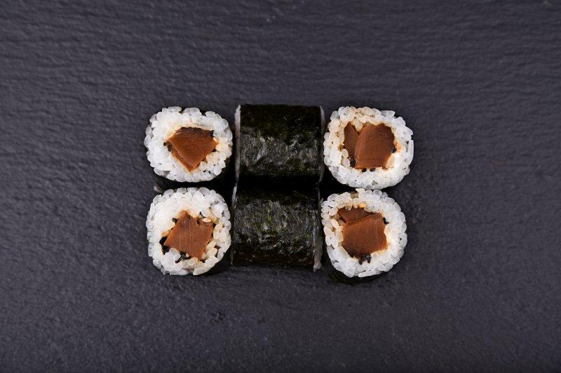 Shiitake mushroom maki with cream cheese and sesame seeds