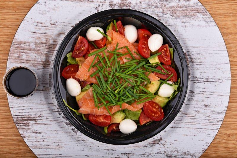 Salmon salad with mozzarella balls