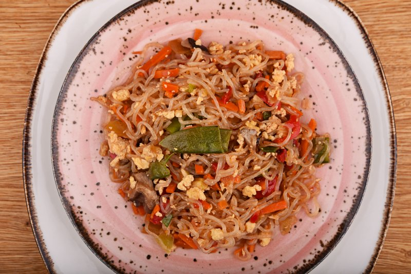 Fried calorie-free no carb noodle with vegetables and egg