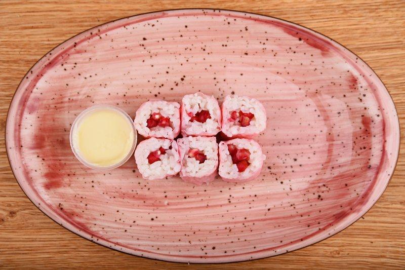 Pomegranate sweet maki with white chocolate sauce