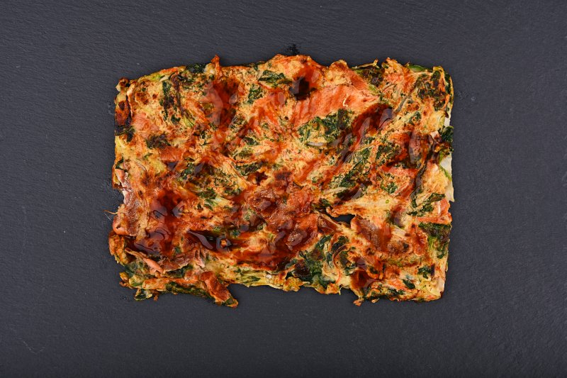 Okonomiyaki pizza with salmon