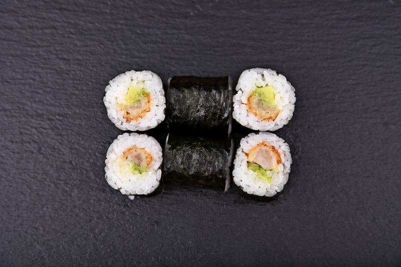 Tiger prawn tempura maki with avocado and mayo
