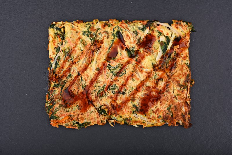Vegetarian okonomiyaki pizza