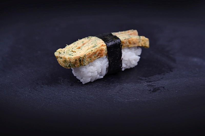 Omlette with ramsons nigiri