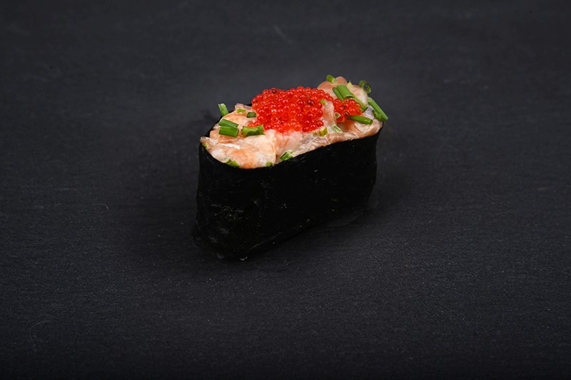 Hot salmon tartare nigiri ship with red tobiko caviar