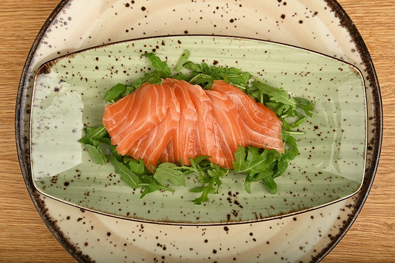 Salmon sashimi with salmon roe