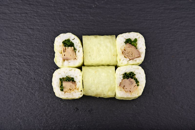 Foie gras maki with chives