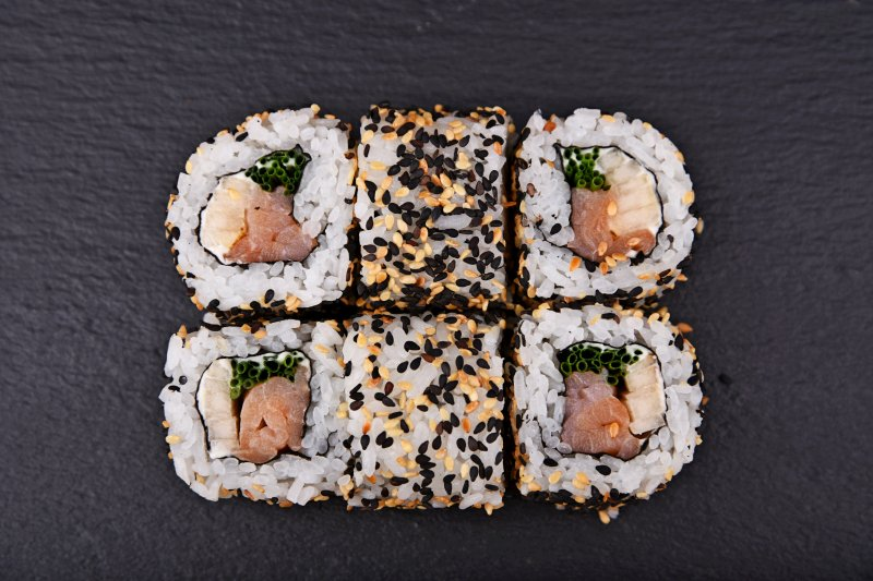 Smoked salmon Alaska maki