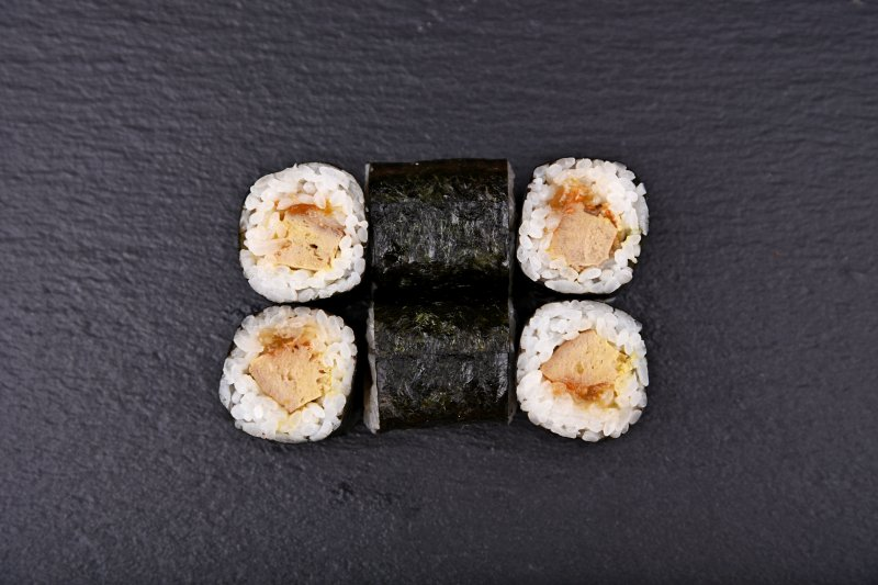 Foie gras maki with fig jam