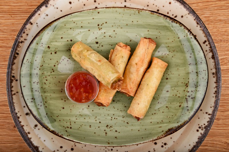 Salmon rolls stuffed with cheese and herbs, with sweet chili sauce