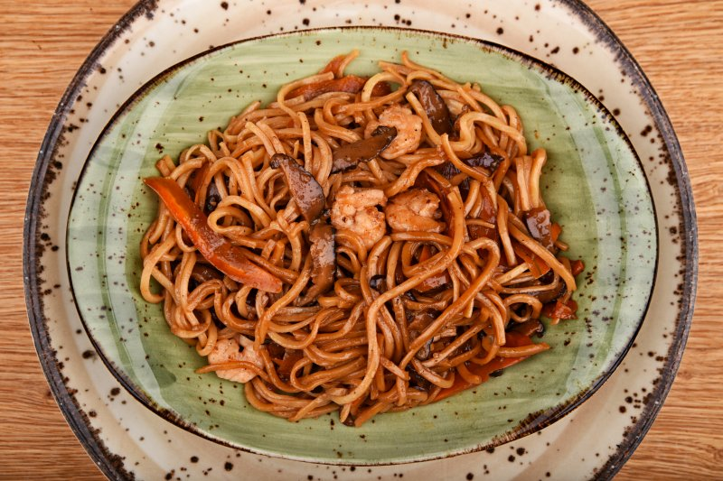 Teriyaki shrimp with egg noodles and vegetables